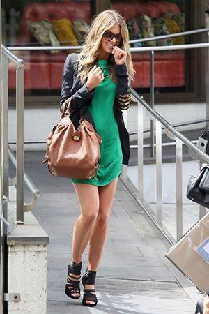 бежева сумка з зеленимплатьем