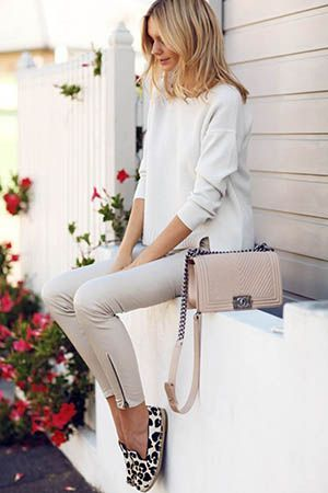 бежева сумка з леопардовим взуттям
