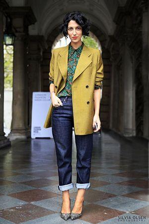 джинси з жовтим піджаком