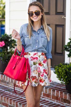 спідниця з квітами і джинсового сорочкою