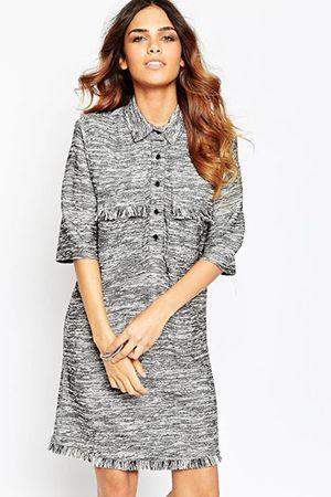 сіру сукню-сорочка