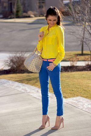 сині штани з жовтою оболонкою