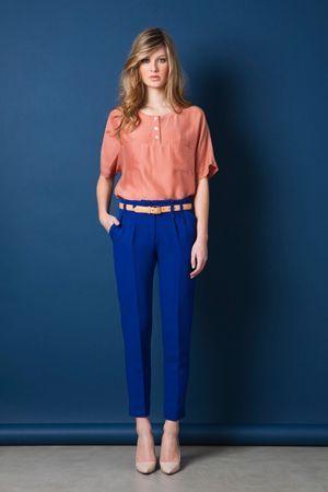 сині штани і рожева кофта