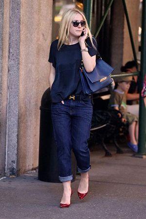 синя сумка з джинсами