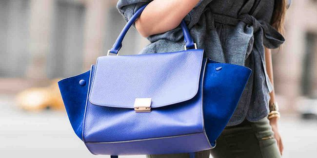 З чим носити синю сумку: фото стильних образів