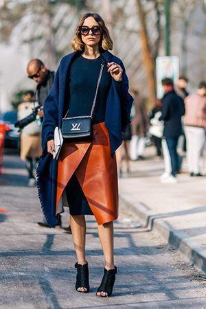 носити сумку синього кольору