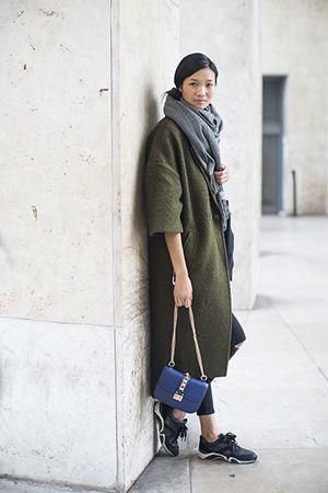 синя сумка з пальто