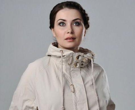 З чим носити вітровку і завжди бути на піку моди