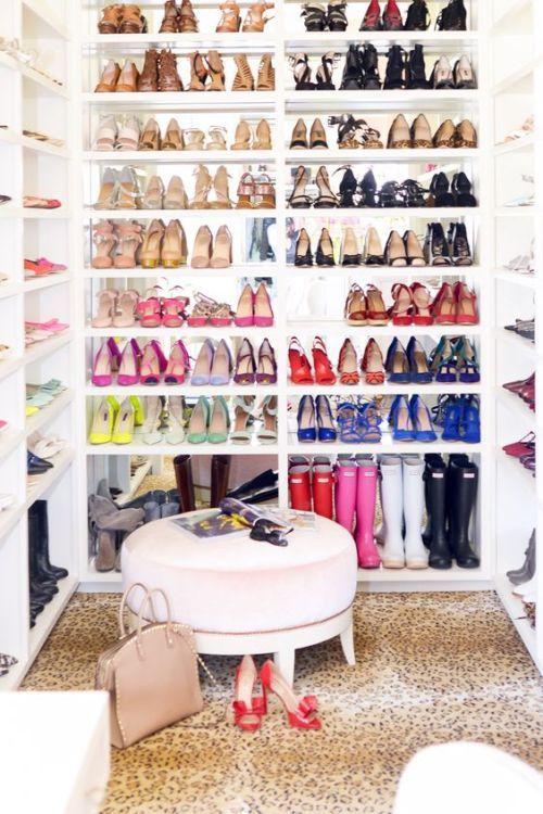 Скільки пар взуття повинно бути у жінки