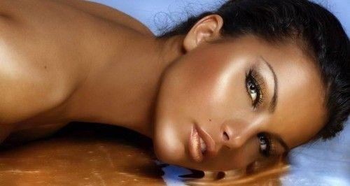 Змиваємо загар правильно за допомогою косметичних засобів і скрабів