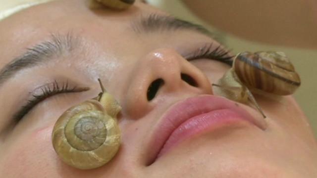Дивні косметологічні процедури з використанням різної живності