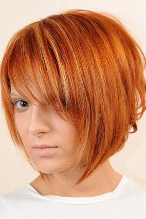 стрижка з косою чубчиком на середні волосся