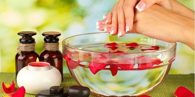Топ-7: ефірні масла по догляду за нігтями