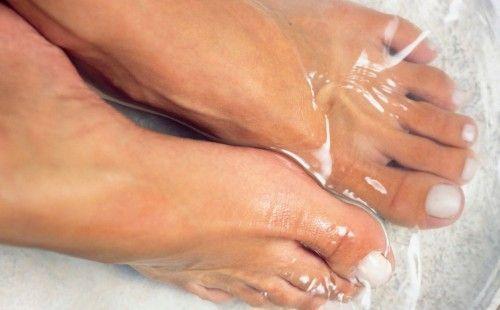 Прибираємо мозолі на пальцях ніг пластирами і іншими засобами