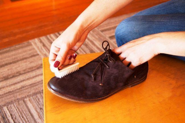 Догляд за взуттям з нубуку