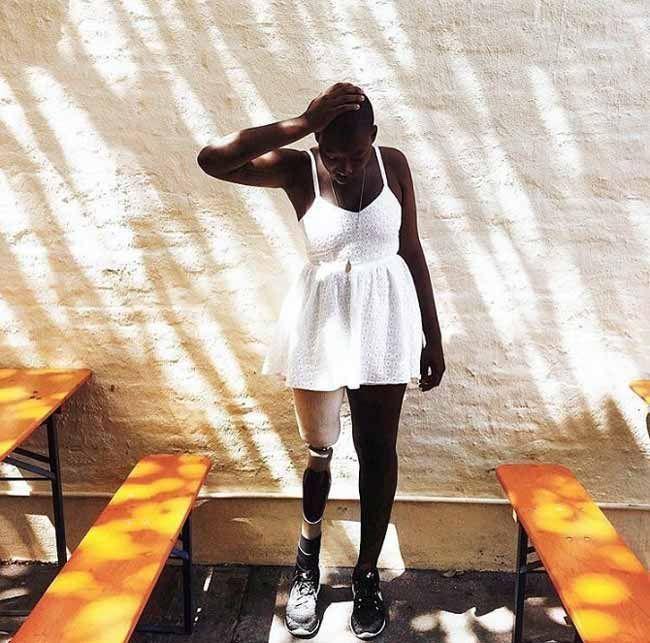 Унікальна історія mama cax: дівчина модель без ноги набирає популярність в мережі