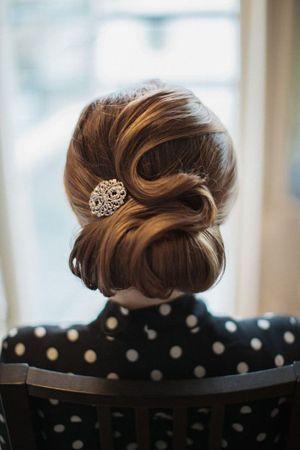 класична вечірня зачіска на лінние волосся