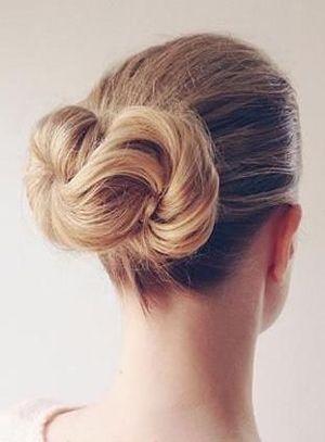вечірня зачіска під плаття