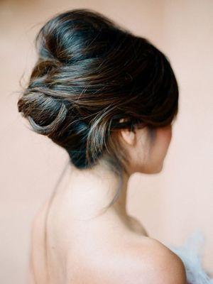 зачіска під вечірню сукню