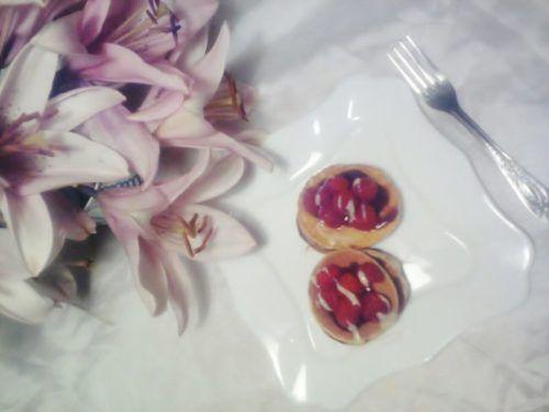 Смачні млинці з шоколадом і малиною - рецепт приготування з фото