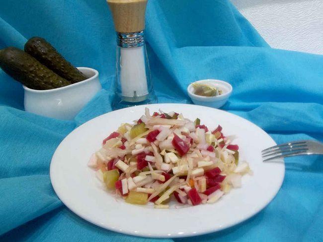 Смачний дієтичний салат із селери кореневого, рецепт з фото