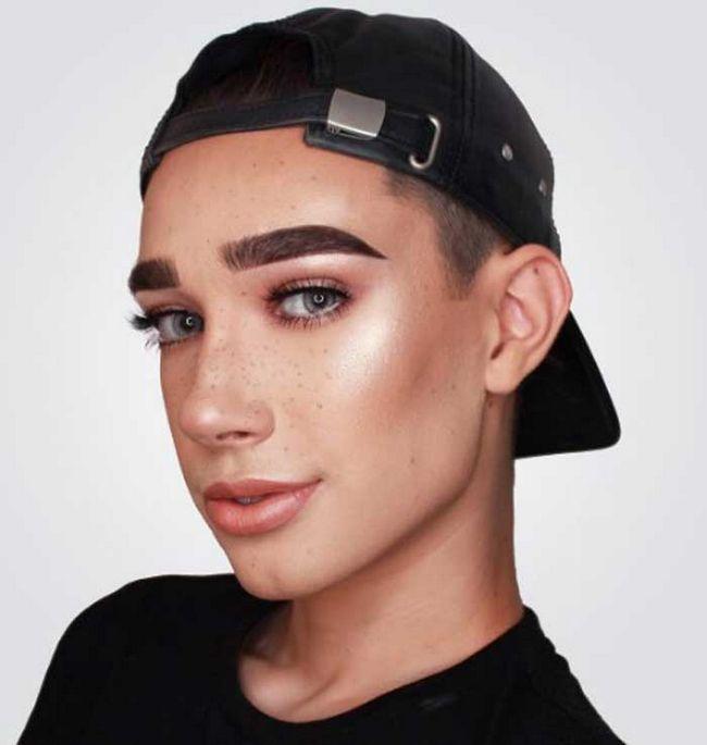 Вперше 17-річний хлопець став обличчям косметики для дівчат - це круто!
