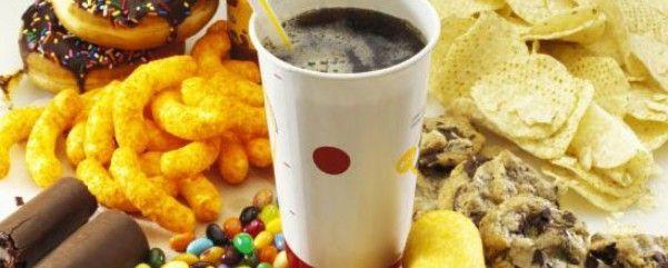 Шкідливе харчування: чіпси, газовані напої і дешеве пальмове масло